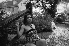 VR1-067-32bw (David Swift Photography) Tags: davidswiftphotography portraits valentinaraffaelli portraitsofwomen beautifulwomen filmportraits blackandwhiteportraits 35mm nikonfm2 ilfordxp2
