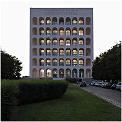 roma 19 (beauty of all things) Tags: italien rom roma architektur architecture palazzodellaciviltàitaliana esposizioneuniversalediroma dämmerung dusk