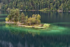*The colors of the Eibsee* (Albert Wirtz @ Landscape and Nature Photography) Tags: eibsee zugspitze bavaria bayern germany deutschland allemagne see lake water reflection spiegelung color farbe farbendeseibsee nikon d810 longeyposure langzeitbelichtung exploring entdecken wandern hiking travel reisen blau türkis turquoise deepblue nature natur natura landscape landschaft paesaggi paysage paisaje campo campagne campagna landscapefineart fineartphotography naturefineart garmischpartenkirchen alpen alps berge bergsee mountainlake forest wald tree berg herbst autumn fall autunno