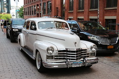 🇺🇸 Old fashion car Cadillac V-8 Abt. 1945.  Dedicated to my very good friend Tito A. (LOB52) Tags: street city nyc ny newyork car outdoors exterior outdoor dumbo brooklin america unitedstates eeuu cadillac v8 1945 1946 lob52 boettner 2019 august