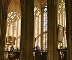Lumiere divine (JDAMI) Tags: cathédrale amiens somme 80 picardie hautsdefrance gothiqueflamboyant lumière vitraux soleil sun colonnes nef nikon d600 fx tamron 2470