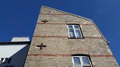 (Vallø) Tags: vallø danmark denmark aarhus århus outside outdoor city cameraphone 2014 wall mur bygning building brickwall window vindue blue blå himmel sky lines linjer