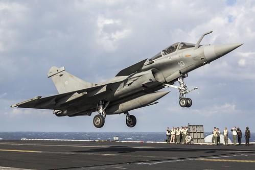 """A Dassault """"Rafale M"""" from the FS Charles de Gaulle landing aboard the USS Dwight D Eisenhower (CVN-69)"""