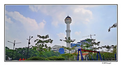 alun-alun bandung (harrypwt) Tags: harrypwt smartphone huaweip20pro p20pro bandung indonesia city borders framed mosque tower minaret