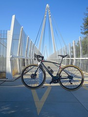 running circles around triangles (Riex) Tags: bmc roadmachine bicycle ride velo course bicyclette bike biking trail chemin parcours bicycling footbridge passerelle suspension bridge highwayoverpass pedestrian pedestre pont suspendu architecture donburnett sfba sunnyvale cupertino california californie g9x