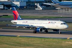 N328NW Airbus A320-211 Delta (SamCom) Tags: kdal lovefield dal n328nw airbus a320211 delta a320