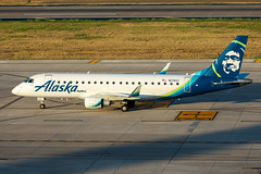 N174SY Embraer ERJ-175LR Alaska / SkyWest (SamCom) Tags: kdal lovefield dal n174sy embraer erj175lr alaska skywest