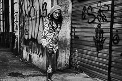 Frau (rainerneumann831) Tags: bw blackandwhite street strase streetphotography candid strasenfotografie monochrome urban ©rainerneumann riodejaneiro lappa frau nacht