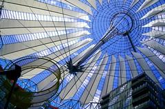 Convergences (Atreides59) Tags: berlin deutschland germany allemagne bleu blue ciel sky nuages clouds urban urbain architecture pentax k30 pentaxart atreides atreides59 cedriclafrance