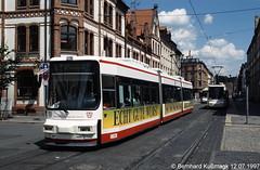 Europa, Deutschland, Sachsen, Zwickau, Bosestraße Ecke Römerstraße, westlich der Haltestelle Neumarkt (Bernhard Kußmagk) Tags: zwickau neumarkt europa europe meterspur schmalspur 1000mm sachsen metregauge strasenbahn tram tramway streetcar trolley tramm tranvía villamos tramvia sporvogn tramvaj spårvagn trikk tramvai tranvia bonde elétrico tramvay raitioliikenne sporvei spårväg трамвай τραμ 路面電車 노면전차 有軌電車 电车 kusmagk kussmagk bernhardkusmagk bernhardkussmagk deutschland germany allemagne tyskland alemania germania duitsland alemanha almanya niemcy saksa saksamaa nemecko jerman γερμανία németország njemačka ドイツ 독일 германия 德国 німеччина 德國 gelenktriebwagen niederflurwagen römerstrase bosestrase
