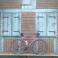 Bike in front of hut #ccycles