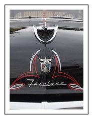 ford fairlane (Christ.Forest) Tags: fairlane ford amérique usa insigne badge détail couleur