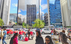 Street View, Av.Paulista, São Paulo (Tayon) Tags: xiaomi pocophone cellphone avpaulista saopaulo streetview people pessoas
