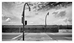 Pas de vianants amb semàfors (Vicent Granell) Tags: granellretratscanon bn bw mirada visió composició percepció personal semàfors pas vianants