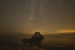 Solitud desitjada (XavierJuezFotografíes) Tags: ibiza eivissa nocturna milkyway víaláctea nikon esvedrà night water sea