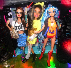 As 3 baladeiras👭💋 (FranBoy Monteiro) Tags: doll dolls toy toys boneco bonecos boneca bonecas cute pretty beauty love amor fashion fashionista fashionistas moda outfit clothes look model models gay gayguy guy boy fun diversão cool handsome awesome barbie ken livdoll liv princess glow brillho