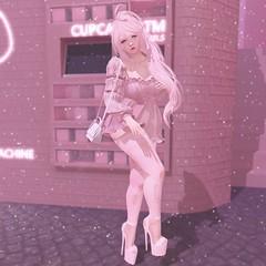 【cupcake】 (Sooyun Ichtama) Tags: secondlife slblogger aurealis avoixs ayashi blah cureless justmagnetized lyrium n21 equal10 belle dubai groupgift free