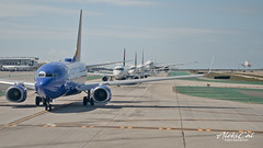 Happiness when you are the next!! (aleks_cal) Tags: klax lax losangeles airport aviation waiting line takeoff boeing avion