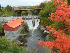Frontenac Dam in the fall (Quevillon) Tags: estrie easterntownships cantonsdelest canada québec sherbrooke rivièremagog river rivière frontenacdam dam hydrosherbrooke jacquescartier