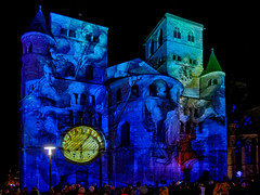 Illuminale Trier 2019 (II) (Elenovela) Tags: illuminaletrier2019 illuminale lightart illumination lichtfestival lichtkunst domtrier dom cathedral videoprojektion videomapping performance aufführung lowlight olympusomdem1markii