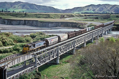092 Freight train Awatere bridge (Awesome Image Maker NZ) Tags: awaterevalley canonslidebestof flickr slides train diesellocomotive doubledeckerbridge river