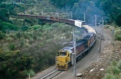062 Raurimu spiral train (Awesome Image Maker NZ) Tags: canonslidebestof flickr raurimuspiral slides train diesellocomotive doubleheaded