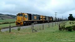 032 18Oct04 near Kowhai River Viaduct Diesel v2 (Awesome Image Maker NZ) Tags: 2004 coaltrain flickr tranzalpineexpress diesellocomotive