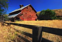 Farm Face (Ian Sane) Tags: ian sane images farmface barn fence fencefriday rice boyd oregon rural wasco county field landscape photography canon eos 5ds r camera ef1740mm f4l usm lens