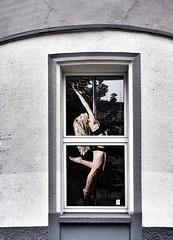 Poledance (Peter Schüler) Tags: woman advertising flickr dancer werbung peterpe1 window girl dance poledance