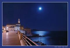 Genova - Corso Italia (cienne45) Tags: carlonatale cienne45 natale genoa italy corsoitalia luna moon notturno night reflections ghesemmu