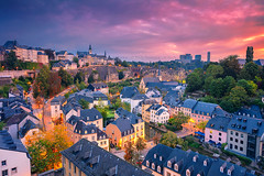 Luxembourg City (Rudi1976) Tags: luxembourgcity luxembourg benelux aerial cityscape river urban outdoors europe oldtown city town 2019 traveldestinations architecture tourism building citylife dawn twilight illuminated blue landmark famousplace vibrant bright morning sky skyline church european fall reflection alzetteriver tower trees street historical landscape view nopeople sunrise exterior autumn