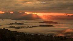 Primeras luces del amanecer en el monte Cayón (Víctor Flambó) Tags: monte cayón picosdeeuropa infiesto amanecer primeras luces canon 750d piloña dawn sun firstlights lights asturias spain españa