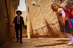 Hello ! (Harry Szpilmann) Tags: jerusalem oldcity orthodoxjew girl israel middleeast streetphotography