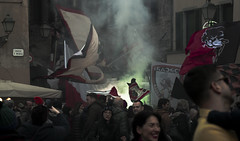 La Lucchese (AltoEnGrasas) Tags: lucca toscana tuscany football bengala firework futbol calcio people streetphoto calle via street