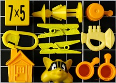 #MacroMondays    #KNOLLING (Anne-Miek Bibbe) Tags: knolling mm macromondays happymacromonday geel yellow yeaune gelb giallo amarillo amarelo speelgoed toy spielzeug giocattoli juguetes bringuedos jouets canoneos70d annemiekbibbe bibbe nederland 2019 tabletopphotography