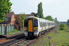 387107 Horley (CD Sansome) Tags: station train trains tsgn gtr govia thameslink railway southern great northern horley 387 387107 electrostar