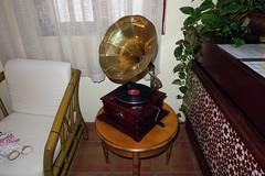 Gramófono / Gramophone (Rafa Gallegos) Tags: antigüedades antiguo vintage old españa spain gramófono música music gramophone