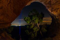 """Iluminando estrellas, Monte Arabi, Yecla Cueva de """"La Horadada"""", perforada en su techo por la acción erosiva del agua. Con el grupo de fotografia clic clac Yecla y la asociacion fotografica de Cartagena. (deytano velde1) Tags: dey deytano nikon d7100 nikond7100 d7100nikon sigma sigma1770 nocturna noche foto fotografia fotografianocturna fotografianaturaleza yecla clicclacyecla montearabí"""