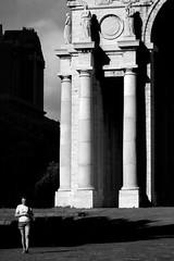 Metafisica (Luca.Pietrobono) Tags: piazzadellavittoria genova metafisica monochrome