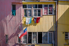 Cerro Bellavista | Valparaíso (chamorojas) Tags: 2019 chamorojas albertorojas bandera banderadechile facade fachada fiestaspatrias flag hangingclothes septiembre valparaíso valpo
