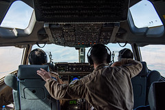 DESCENT (Kaiserjp) Tags: 1223 100401 uae unitedarabemirates c17 c17a uaeaf airforce military cargo transport cockpit flightdeck inflight aircrew mobilityguardian mg19 avatar10