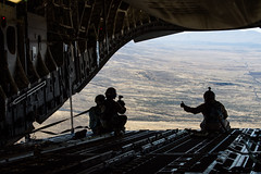 GOOD CHUTES (Kaiserjp) Tags: 1223 100401 uae unitedarabemirates c17 c17a uaeaf airforce military cargo transport cockpit flightdeck inflight aircrew mobilityguardian mg19 avatar10