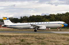 D-AIDV Airbus A321-200 Lufthansa Retro FRA 2019-09-28 (11a) (Marvin Mutz) Tags: airplane aircraft aviation aeroplane airbus lufthansa fra planespotting avgeek a321200 daidv travel plane airport wings transport jet cockpit crew engines airline passenger runway pilot airliner jetliner taxiway sky clouds germany flying frankfurt main flight retro special apron departure rhein takeoff