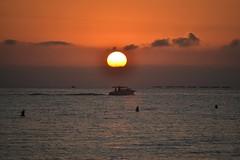 Sunrise on the beach of El Campello (En memoria de Zarpazos, mi valiente y mimoso tigre) Tags: sunrise amanecer alba sun sol sole mar sea mare beach spiaggia playa ship barca skyscape skyfire skyred campello alicante cielorojo