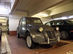 Citroën 2cv (Monde-Auto Passion Photos) Tags: voiture vehicule auto automobile cars citroën 2cv deuche deudeuche ancienne classique collection légende parking sousterrain foch france paris gris grey
