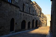 Rhodes (Philippe Haumesser (+ 8000 000 view)) Tags: ville city rue alleyway rhodes grèce greece nikond7000 nikon d7000 reflex 2019