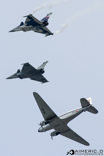 Douglas DC-3 & Rafale Solo Display