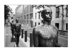 Statues in Oslo (K.Pihl) Tags: norway leicam5 hc110b800 oslo monochrome overexposedoverdeveloped statue kodaktrix400200 blackwhite schwarzweiss bw pellicolaanalogica film analog