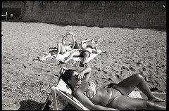 (Bagni Settembrini) (Robbie McIntosh) Tags: leicam2 leica m2 rangefinder streetphotography 35mm film pellicola analog analogue negative leicam summilux analogico leicasummilux35mmf14i blackandwhite bw biancoenero bn monochrome argentique summilux35mmf14i autaut dyi selfdeveloped filmisnotdead strangers candid summertime bathers beach sea man kodaktmax400 arsimagofd procida