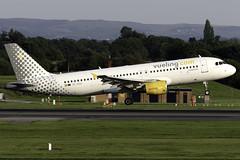 Vueling A320 EC-KCu at Manchester Airport MAN/EGCC (dan89876) Tags: vueling vuelingcom airbus a320 a320200 a320216 eckcu manchester international airport landing runway 23r arrival man egcc
